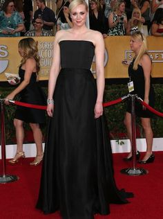 2014 Red Carpet Trend at the 2014 SAG Awards: no necklaces. A chest dripping with jewels is lovely on the red carpet but a new trend that is emerging keeps the décolletage clutter-free.