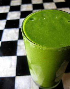 Get Your Green On - Green Smoothie =====  This is an ideal starter smoothie – one even the kids will love to drink!==========    2–3 handfuls of spinach  1 banana, fresh or frozen  1 cup strawberries  Fresh orange juice, to taste
