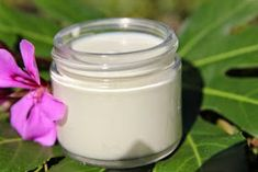 DIY Green Tea Sunscreen SPF Reapply at least every 2 hours. Homemade Sunscreen, Natural Sunscreen, Sunscreen Spf, Natural Makeup, Natural Skin Care, Natural Oils, Au Natural, Natural Health, Vanilla Essential Oil