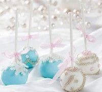 Deze prachtige winterse cake pops zijn perfect voor de feestdagen! Heerlijk bij de koffie of als dessert.