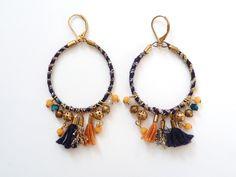 Paire de créoles en coton bleu marine, lurex, perles de verre et pompons de la boutique precieusesridicules sur Etsy