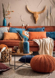 Blue And Orange Living Room, Living Room Decor Orange, Orange Rooms, Orange Home Decor, Boho Living Room, Orange Interior, Room Color Schemes, Room Colors, Blue Colors
