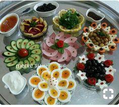 Disposition de la table, # Olive OilFood, Olive Oil Food, - in 2020 Plats Ramadan, Breakfast Bread Recipes, Good Food, Yummy Food, Food Garnishes, Food Platters, Iranian Food, Food Decoration, Turkish Recipes
