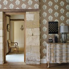 Sanderson - Traditional to contemporary, high quality designer fabrics and wallpapers | Products | British/UK Fabric and Wallpapers | Oak Filigree (DWOW215698) | Woodland Walk Wallpapers