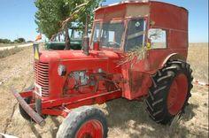 El tractor con cabina de madera. Colección de Jesús Vara