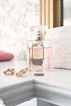 coco mademoiselle chanel - my favorite perfume Perfume Chanel, Coco Chanel Parfum, Coco Mademoiselle, Estilo Coco Chanel, Dolce E Gabbana, Perfume Collection, Fragrance Parfum, Belleza Natural, Smell Good