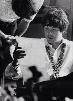 Paul McCartney getting lyrics from John.