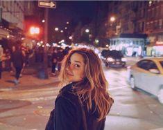 Curtindo a liberdade, Sasha desbrava a noite nova-iorquina Square Pic, Feeds Instagram, Best Photo Poses, New York Photos, Photography Pics, Insta Photo Ideas, Foto Pose, Icon Set, Girl Photos