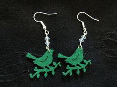 Orecchini pendenti in feltro con cristalli VERDE di La Libellula Birichina su DaWanda.com