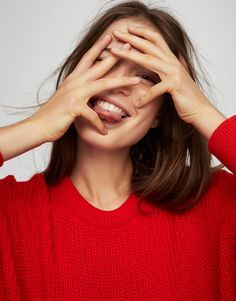 Pull&Bear - woman - new - cropped sweater - bright red - Art Photography Portrait, Portrait Photography, Fashion Photography, Pull & Bear, Gilet Long, Best Photo Poses, Long Wear Lipstick, Pose Reference Photo, Tennis Fashion