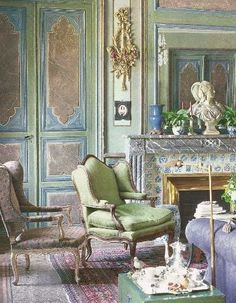 Blue and Green Rooms French living room in the home of decorator and garden designer Jean-Loup Daraux, French Living Rooms, French Country Living Room, French Decor, French Country Decorating, Paris Appartment, Classic Decor, Interior Exterior, Interior Design, Green Rooms