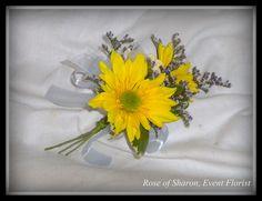 Boutonniere: Yellow Daisy