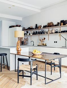 Eat-in kitchens: 12 of the best kitchens you can cook and dine in : Extend your dinner table by placing it side by side to the kitchen island, leaving more room to place food, and people. Vogue Living, January 2016.