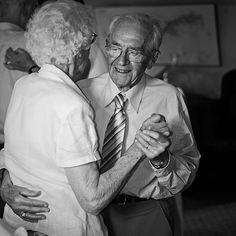 Cute Old People Couples | 30 Awe Inspiring Pictures of Old People