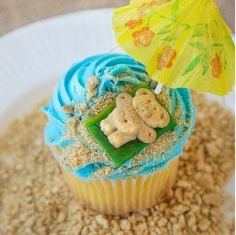 Who needs a tropical getaway when you can kick back and relax with a cupcake. Try this Day-at-the-Beach Cupcake recipe to celebrate the end of summer!