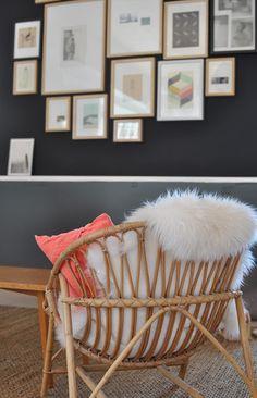 Ouh ce fauteuil en rotin et cette peau de mouton me font bien envie pour une petite sieste !