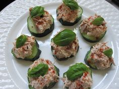 Easy Appetizer: Tuna Cucumber Bites - Life With Levi Clean Eating Recipes, Raw Food Recipes, Seafood Recipes, Cooking Recipes, Healthy Recipes, Tuna Recipes, Crockpot Recipes, Easy Recipes, Healthy Appetizers