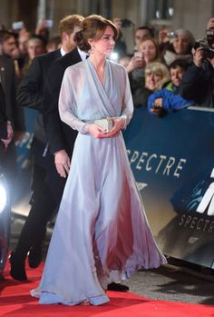 케이트 미들턴이 이 과감한 드레스에 겸비해 신은 180달러짜리 브라질 구두는 이미 동났다