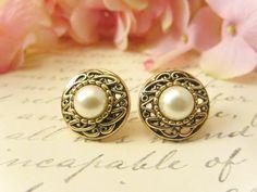Risultati immagini per vintage gold pearl earring