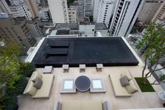 Gilberto Elkis Paisagismo- Roof terrace with black swimming pool Black Bottom Pools, Roof Terrace Design, Swiming Pool, Small Pools, Rooftop Terrace, Cool Pools, Pool Designs, Pergola, Home