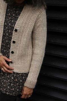 Ravelry: Kahlua pattern by Thea Colman Sweater Knitting Patterns, Cardigan Pattern, Knitting Stitches, Knit Patterns, Knit Cardigan, Hand Knitting, Knit Basket, Pulls, Knitwear