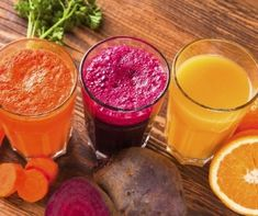 Detox or detoxification is the process of neutralizing or eliminating toxins from the body. Detox plans may be in different forms and ways – from regular exercise to body scrubs and spa massages, to yoga and meditation. Fruit Smoothies, Smoothies Detox, Detox Diet Drinks, Healthy Juice Recipes, Fast Healthy Meals, Healthy Juices, Detox Recipes, Healthy Drinks, Detox Juices