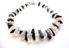 Hey, ho trovato questa fantastica inserzione di Etsy su http://www.etsy.com/it/listing/165113884/black-and-white-statement-necklace