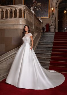 Meet the Close dress from the Cruise Collection. Wedding Dress Crafts, Blue Wedding Dresses, Classic Wedding Dress, Bridal Dresses, Pronovias Wedding Dress, Couture Wedding Gowns, Hollywood Glamour, Rembo Styling, Ball Gown Dresses