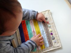 montessori tvoření děti busybags Montessori, Busy Bags, Diy Toys, Crafts For Kids, Beaded Bracelets, Tote Bags, Crafts For Children, Kids Arts And Crafts, Pearl Bracelets