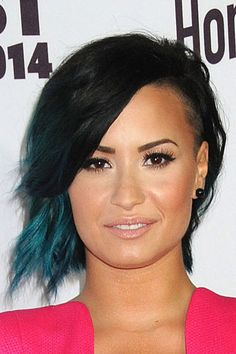 demi lovato new hair   Demi Lovato's black and teal shoulder-length undercut hairstyle at ...