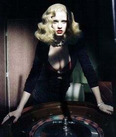 Lara Stone, film noir femme fatale - Fashionising.com