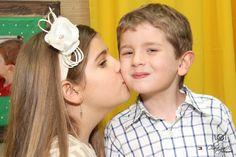 Um beijo doce da querida Laurinha no irmão Arthur!
