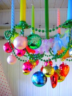 Love this colorful Christmas ornament decoration idea.  (http://romulyylinjoulukuu.blogspot.fi/2012/11/hassu.html )