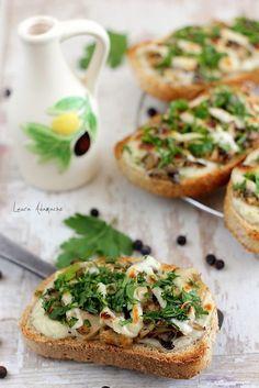 Bruschette cu ciuperci si sos bechamel - retete culinare aperitive. Bruschettele cu ciuperci si sos bechamel sunt ideale pentru micul dejun dar si pentru cina.