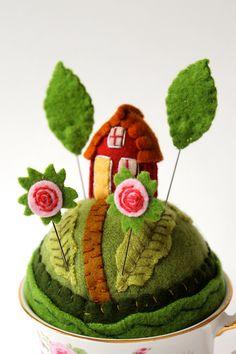 tiny world 2015 Felt Crafts Diy, Arts And Crafts, Needle Felting Kits, Felt Fairy, Wool Quilts, Felt Embroidery, Textile Fiber Art, Tiny World, Handmade Felt