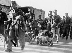 tyske soldater på vej hjem Viborg, Aarhus, Back In Time, World War Ii, Old Photos, Wwii, Scandinavian, Army, Odense