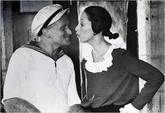 robin williams and shelley duvall as popeye and olive oyl Popeye Movie, Popeye Cartoon, 1980's Movies, I Movie, Movie Stars, Films, Robin Williams Popeye, Olive Oyl Costume, Popeye Costume