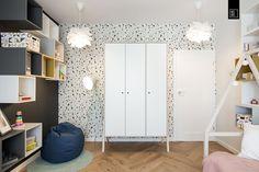 Nastrojowo, ciepło, szlachetnie – urządzamy nowoczesny pokój dziecięcy   KODO projekty i realizacje wnętrz Pastel Nursery, Divider, Room, Furniture, Home Decor, Bedroom, Decoration Home, Room Decor, Rooms