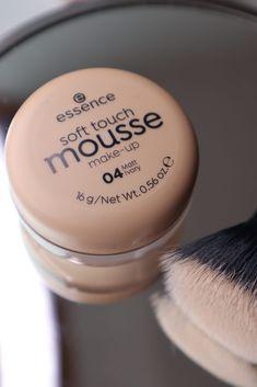 Eu sempre tive curiosidade de experimentar a Base Soft Touch Mousse da Essence, todas às vezes em que via ela na perfumaria, eu namorava e assim foi até que bati o martelo e decidi comprar. Afinal de contas se tem uma coisa que a gente gosta por aqui é testar coisas novas! Base Bb Cream, Mousse, Make Up, Touch, Beauty, Makeup Books, Face Powder, Point Of Purchase, Dry Skin