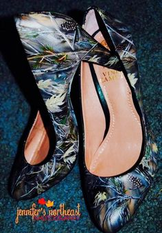 Hand painted camouflage wedding shoes - 20 Unique Camouflage Wedding Ideas, http://hative.com/unique-camouflage-wedding-ideas/,