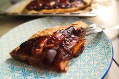 Dieser vegane Pflaumenkuchen vom Blech ist perfekt, um den Herbst einzuleiten. Dank hochwertiger Zutaten ist er nicht fettarm, gesund und super lecker!