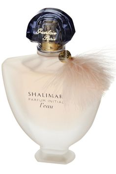Shalimar Parfum Initial L'eau Si Sensuelle Light Blue Perfume, Shalimar Guerlain, Patchouli Perfume, Perfume Hermes, Cosmetics & Perfume, Antique Perfume Bottles, Beautiful Perfume, Best Perfume, Beauty Products