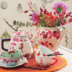 Un+service+à+thé+peint+de+baies
