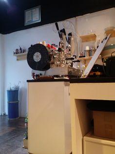 예쁜 폼페이 머신과 말코낙, 맛난 에티오피아 원두가 인상적인 로스터리 카페! #바스타