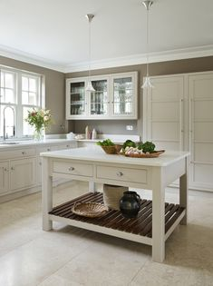 This Arts & Crafts style Surrey house has undergone a radical transformation with dated, fussy decor being replaced with a new linear design with minimal, but well-considered decorative detailing. Bespoke Kitchens, Luxury Kitchens, Martin Moore Kitchens, Limestone Flooring, English Kitchens, Handmade Kitchens, Island Design, Beautiful Kitchens, Kitchen Interior