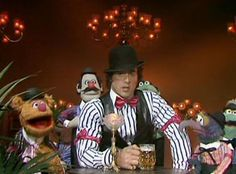 Sylvester Stallone and The Muppets Silvestre Stallone, Drunk Memes, The Muppet Show, Animated Gif Maker, Rocky Balboa, The Expendables, Jim Henson, Greatest Songs, Kermit