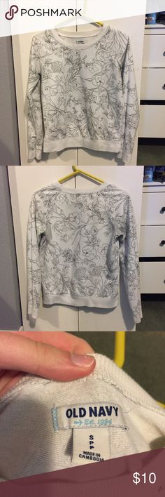 Old Navy black and white crew neck Turn heads in this simply designed black and white crew neck. Black flower outlines on a white background. Old Navy brand. Great condition. Old Navy Sweaters Crew & Scoop Necks