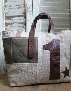 Tendance Sac 2018 : See gallery for more inspirations Tote Purse, Tote Handbags, Diy Bags Purses, Diy Handbag, Linen Bag, Denim Bag, Fabric Bags, Big Bags, Quilted Bag