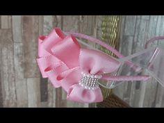 Tiara com flores e meia pérolas- How to make satin ribbon roses Diy Hair Bows, Ribbon Hair, Diy Bow, Ribbon Bows, Headband Hairstyles, Diy Hairstyles, Bow Tutorial, Kanzashi, Knitted Headband