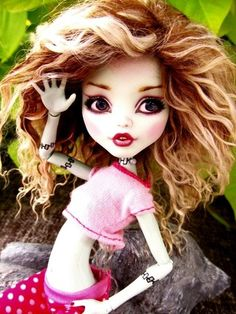 Monster High FRANKIE Repaint- I like the hair on this one